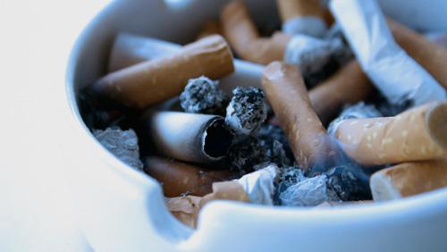 Legislative committee OKs smoking lounges on Macau casino floors