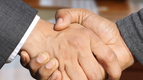 MansionBet strikes Darren Farley partnership
