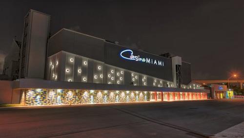 Casino billionaire Phil Ruffin moves into Florida with latest bid