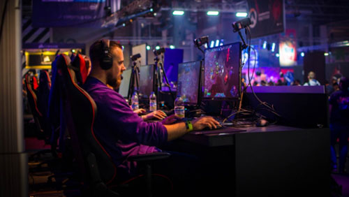 eSport Tournament Prizes Continue to Grow Alongside Their Popularity