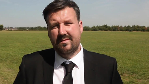 MansionBet renew partnership with football impressionist Darren Farley