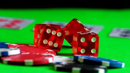 Analysts like Century Casinos, so do investors